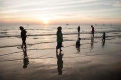 Op het strand de plaatselijke bewoners Royalty-vrije Stock Afbeeldingen