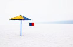 Op het strand in de winter stock foto's