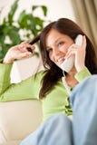 Op het telefoonhuis: Het gelukkige vrouw roepen Royalty-vrije Stock Afbeelding