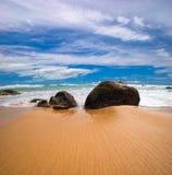 Op het tropische strand royalty-vrije stock fotografie