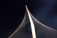 Op hoge, hangende brug is ontsproten die van onderaan. Royalty-vrije Stock Afbeeldingen