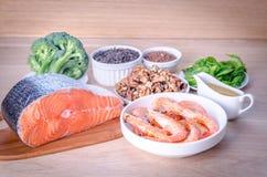 Op installatie-gebaseerde en dierlijke bronnen van omega-3 zuren Royalty-vrije Stock Foto's