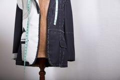 Op maat gemaakt semi klaar kostuum Stock Foto's