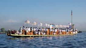 Op Oktober 2015 die, mensen Pagodefestival over Inle-Meer, Myanmar vieren Royalty-vrije Stock Afbeeldingen
