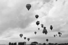 Op, omhoog, en weg bij 2018 Clark Balloon Race stock fotografie