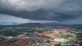 Op sikt av byggnad och huset av det Phuket landskapet royaltyfria bilder