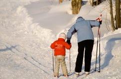 Op ski met ma. Stock Foto