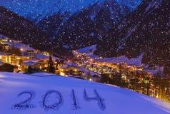 2014 op sneeuw bij bergen - Solden Oostenrijk Stock Afbeelding