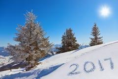 2017 op sneeuw bij bergen - St Gilgen Oostenrijk Royalty-vrije Stock Foto