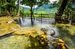 op stroom van de waterval van kuangsi Stock Fotografie