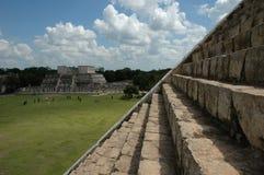 Op van de piramide van Chichen Itza royalty-vrije stock afbeelding