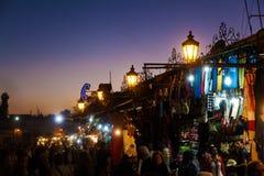 Op vierkante Djema Gr Fnaa in Marrakech bij nacht royalty-vrije stock afbeelding