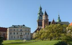 Op Wawel is de Heuvel een complex van architecturale monumenten, waarvan het belangrijkst het Koninklijke Kasteel en de Kathedraa royalty-vrije stock fotografie