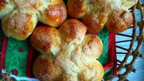 Op weelderige broodjes grijze als achtergrond met suiker Stock Foto's