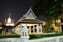 Tempel in Bangkok op nacht Stock Afbeelding