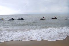Op zee de autopedden van het water Stock Afbeelding