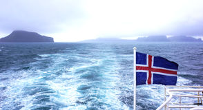 Op zee de Vlag van IJsland Royalty-vrije Stock Foto