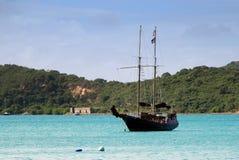Op zee het schip van de piraat Royalty-vrije Stock Afbeelding