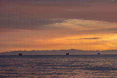 Op zee olieplatforms Stock Afbeeldingen