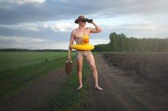 Op zoek naar de zomer royalty-vrije stock afbeelding