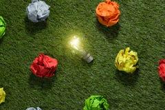 Op zoek naar groot idee Het creatieve Concept van het Idee stock afbeeldingen