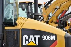 Op zwaar werk berekend het materiaalvoertuig en embleem van Caterpillar stock fotografie