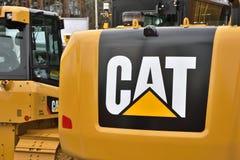 Op zwaar werk berekend het materiaalvoertuig en embleem van Caterpillar royalty-vrije stock afbeelding