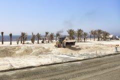 Op zwaar werk berekend voertuig bij de bouwwerf langs de weg tussen Doubai en Sharjah Royalty-vrije Stock Fotografie