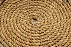 Op zwaar werk berekende gele gerolde kabel royalty-vrije stock afbeelding