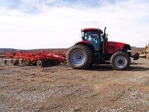 Op zwaar werk berekende landbouwbedrijfequipement bij het werkplaats Royalty-vrije Stock Afbeelding