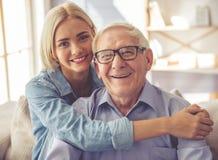 Opa en kleinkind Stock Foto's