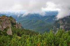 opacifie des montagnes plus de Photos libres de droits