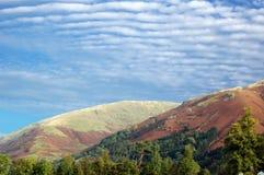 opacifie l'Ecosse dispersée par montagnes dessous Photo stock