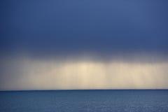 opacifie l'océan au-dessus de la tempête Photographie stock