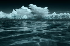Opacifie la mer de ciel Images stock