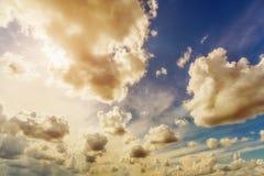 opacifie le blanc de cumulus photographie stock