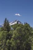 opacifiez au-dessus des crêtes de neige au parc d'état de Paonia, le Colorado Images stock