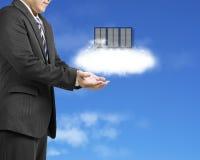 Opacifiez l'ouverture de calcul de paume d'homme d'affaires de concept de service avec du Cl Images libres de droits