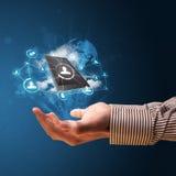 Opacifiez la technologie dans la main d'un homme d'affaires Images libres de droits