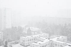 Opad śniegu w mieście Zdjęcie Stock