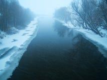 Opad śniegu na rzece Fotografia Royalty Free