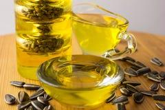 opadowego oleju stylizowany słonecznik butelki ścinku szklany odosobniony kopalny ścieżki wody biel Obrazy Royalty Free
