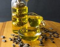 opadowego oleju stylizowany słonecznik butelki ścinku szklany odosobniony kopalny ścieżki wody biel Obrazy Stock