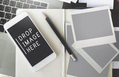Opadowy wizerunku Tutaj dane Cyfrowego przyrządów interneta pojęcie Fotografia Stock