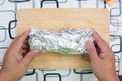 Opakunku kiełbasiany chleb z folią Zdjęcie Royalty Free