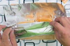 Opakunku kiełbasiany chleb z folią Fotografia Royalty Free