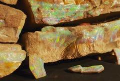 Opala rara do pedregulho em Coober Pedy, Austrália fotos de stock royalty free