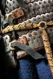 Opancerzenie średniowieczny rycerz, zakończenie obraz stock