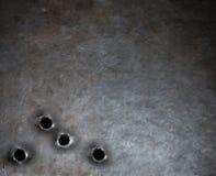 Opancerzenie metalu tło z dziura po kuli Obrazy Royalty Free