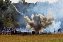 Opar i ogień na batalistycznym polu Borodino reenactment batalistyczna dziejowa scena obrazy royalty free